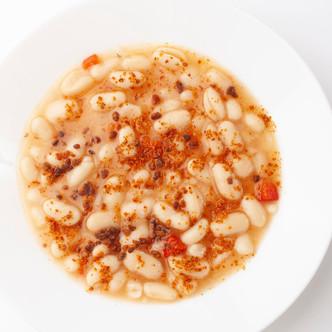 Receta de Alubias con Confeti de Chorizo en grano.