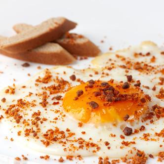 Receta de Huevo Frito con Confeti de Chorizo en polvo